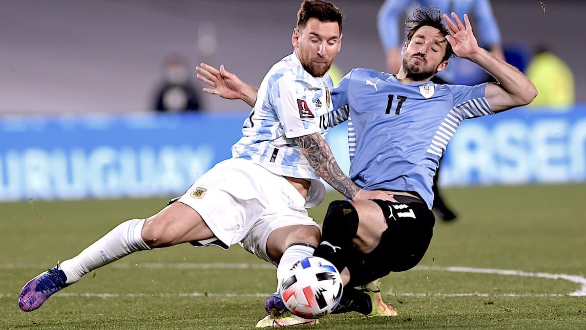Fútbol total, Argentina apabulló a Uruguay en el Monumental